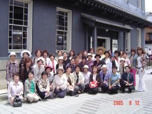 長浜黒壁スクエアで昼食の前に全員で記念写真を撮りました。
